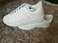 Replicate Adidas superstar size 6