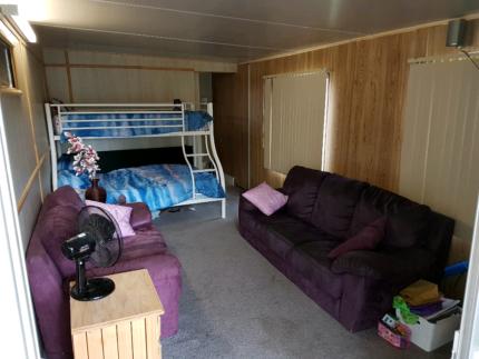 On-site van with annex and en suite ROSEBUD price neg.
