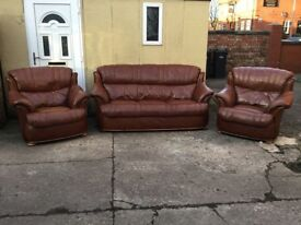 Chocolate brown leather 3 piece suite 3 seater 2 chairs made by pendragon lovely suite £350 can del