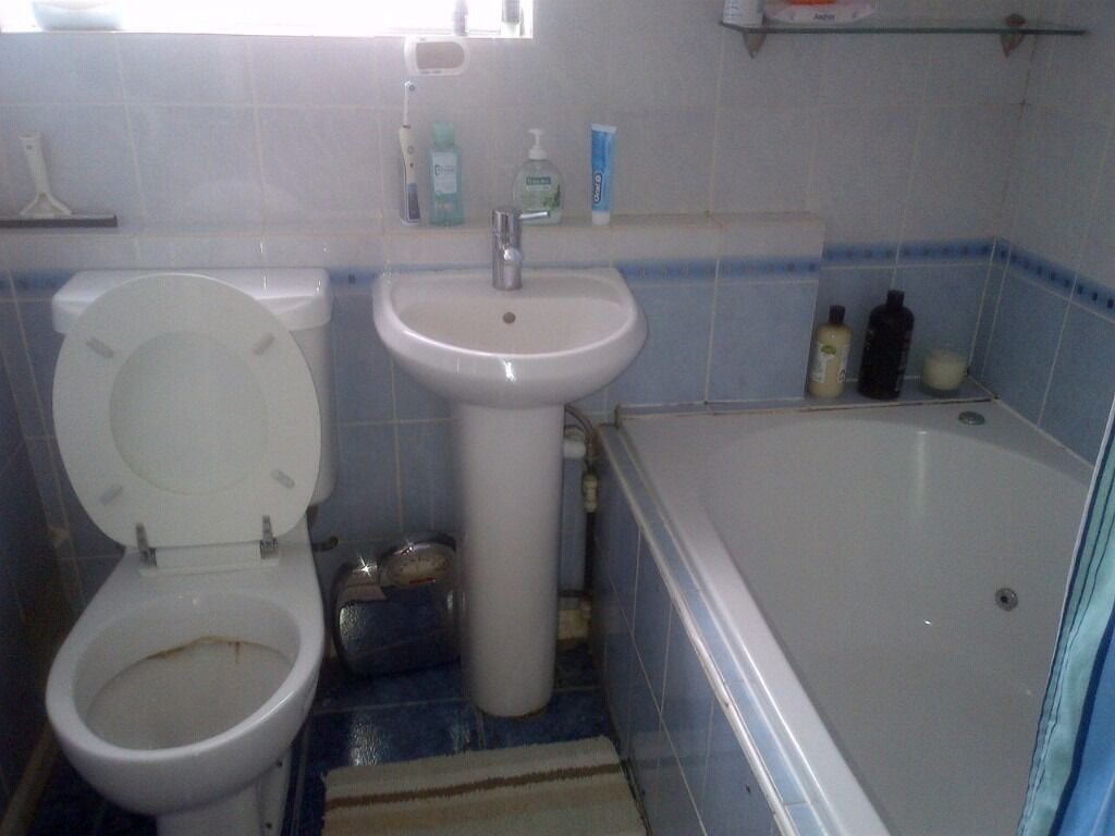 RB Estates are pleased to offer 4 Bedroom Property Located in Caversham, nice property, furnished.