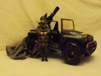 Original action man ZQ 42 jeep. Very good, played with condition. Included is a parachute army man.