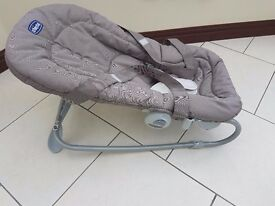 chicco baby bouncer with carry straps
