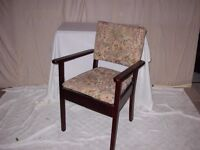 MODERN COMMODE CHAIR