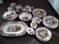 Dinner Service / Tableware Franciscan Dynasty Collection Dragon of Kowloon Made in England.