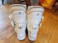 Kids ski boots Size 4.5 (mondo 23.5)
