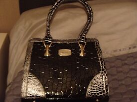 ladies brand new alfred durante handbag from the bradford exchange