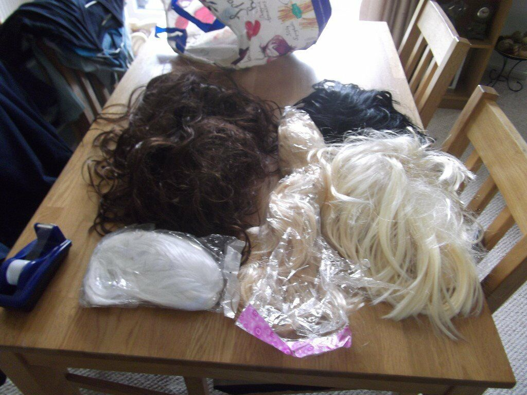 COLLECTION OF 5 WIGS IDEAL COSTUME OR PARTY