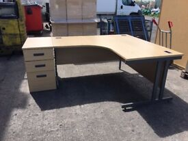 HIGH QUALITY L SHAPED 1600mm X 1600mm LIGHT OAK OFFICE DESK AND PEDESTAL