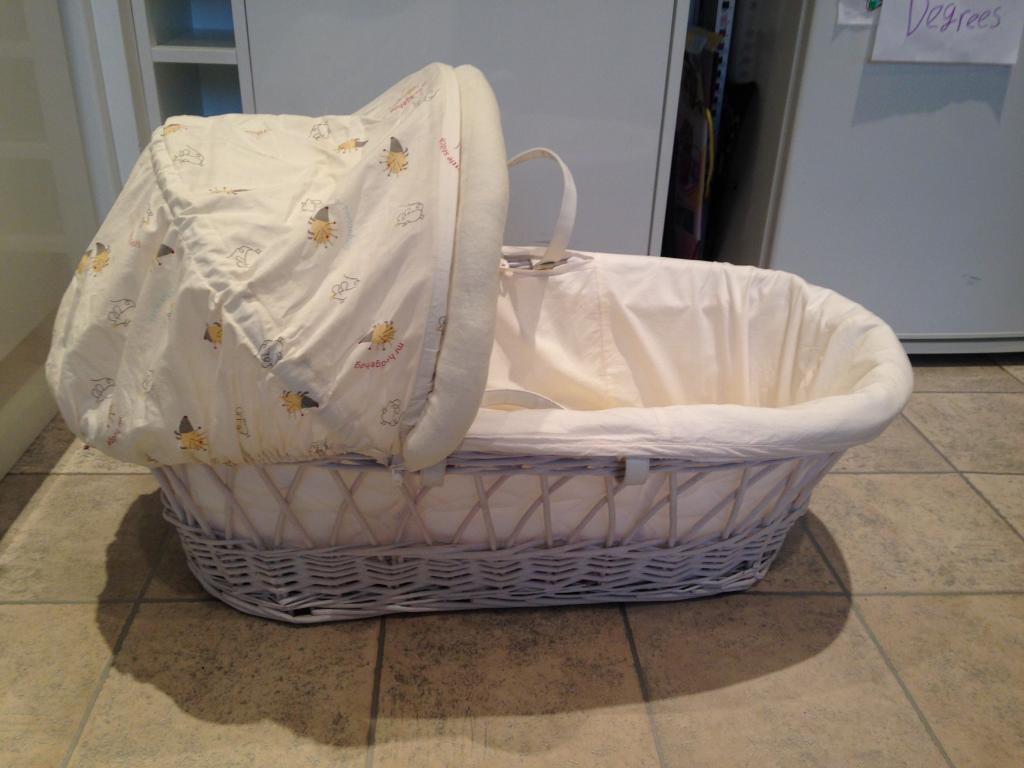 Beautiful MOSES BASKET + mattress in EXCELLENT condition!