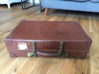 Vintage expandable revelation suitcase