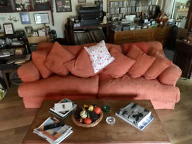 Huge Sofa with 6 cushions
