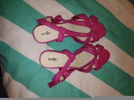 Wallis sandles size 4