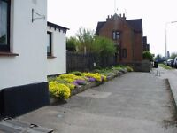 Large character flat for 2 persons with use of garden and private parking