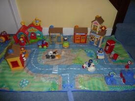 Happyland village playmat/storage travel bag complete with buildings and characters