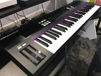Native Instruments Komplete Kontrol S61 Midi Keyboard with Komplete Elements software