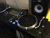 Pioneer PLX1000 x 2. Pioneer DJM750. Pioneer XDJ80S x 2. Ortofon OM Pro S x 2.