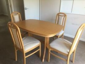 Extendable Oak Dining Table and 4 Chairs in Excellent Condition