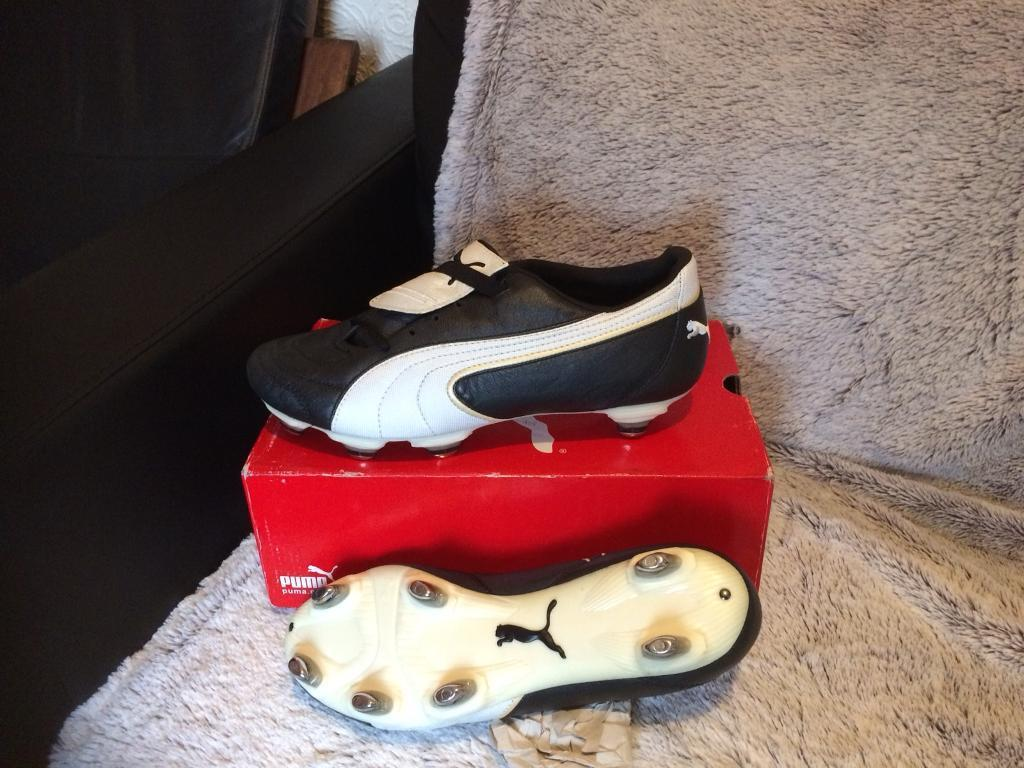 Puma football boots 9 new