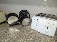 White 4 slice Toaster and 3 pans