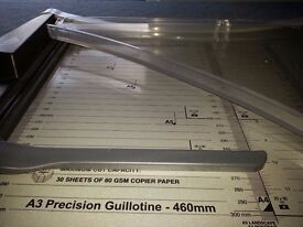 Guillotine for making invitations