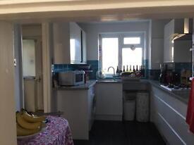 Spacious double bedroom in Portslade.