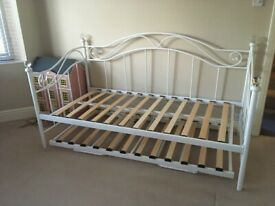 METAL FRAME DAY BED WITH TRUNDLE