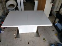 High gloss extending table + 6 chairs