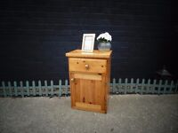 SOLID PINE FARMHOUSE BEDSIDE CABINET WITH 1 DRAW AND 1 DOOR IN VERY GOOD CONDITION 46/34/67 cm £20