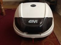 Givi E300 Top Box, One Compartment, Fits large helmet with lid closed and locked