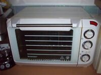 Freestanding Silvercrest grill/oven in white. Good condition.