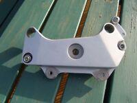 honda hornet 600 cb600 cb 600 footrest mounting plate bracket left