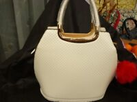 NEW WHITE FAUX LEATHER HANDBAG BY MODA OF LONDON