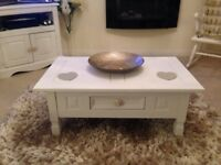 ** chic coffee table**immaculate**