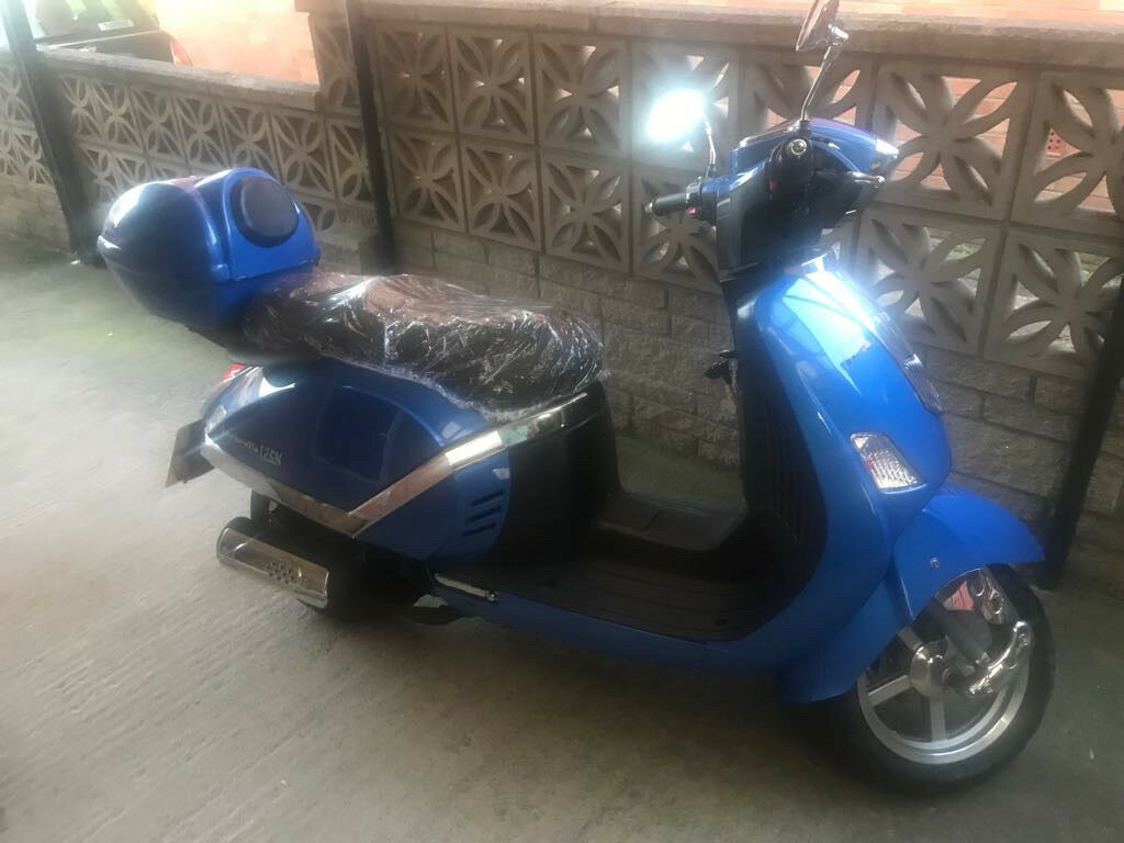 Blue Lambretta 124cc for sale.