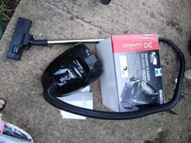 Vacuum cleaner, Daewoo, 1500 wt, less than 1 year old