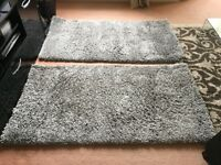 A PAIR OF SOFT SILVER RUGS 80X150