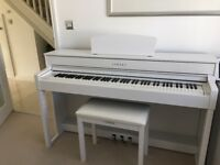 Fabulous bargain White CLP535 YAMAHA CLAVINOVA electronic Piano with stool as new