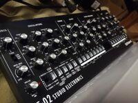 Roland SE02 Analog Synthesizer