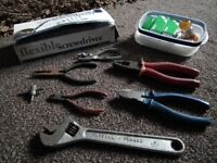 Bundle of tools & bulbs (headlights etc) RRP: £65.97 - perfect for keeping in car for emergencies