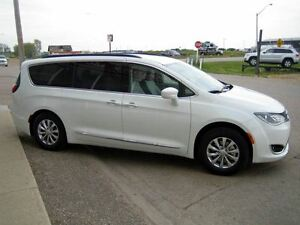 2017 Chrysler Pacifica Touring-L Regina Regina Area image 6