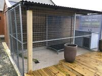 12FT X 6FT GALVANISED DOG RUN COMPLETE WITH ROOF AND INDESTRUCTIBLE KENNEL.