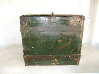 VINTAGE METAL BOX GREEN MIGHT BE MILITARY USED CONDITION GREAT INDUSTRIAL LOOKING PIECE £28