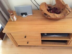 TV media unit. Solid Oak. 2 shelves and 4 drawers. Immaculate