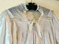 Vintage night dress. Lace collar. 1850s.