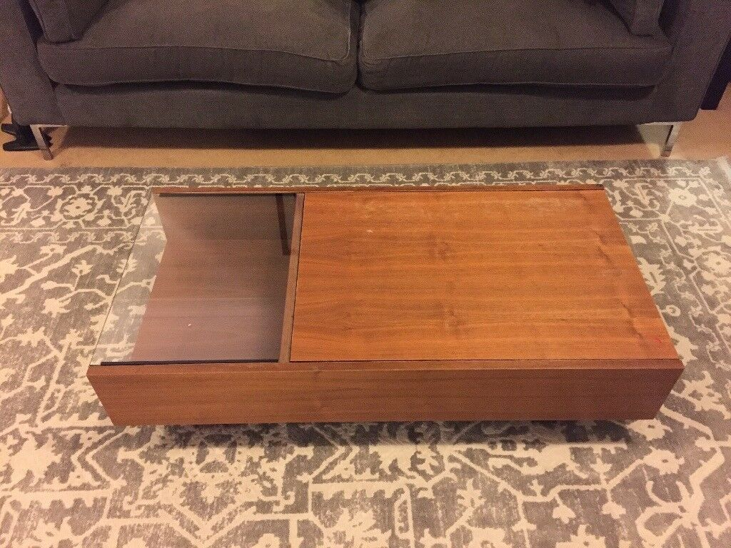 Modern coffee table in Walnut finish
