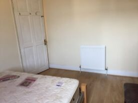 Single and double rooms in a house (Near Stratford)