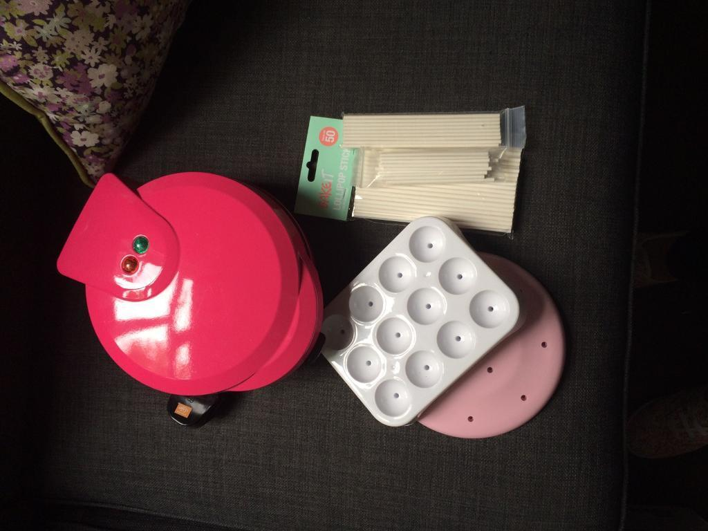 Cake pop maker & accessories