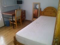 LARGE SPACIOUS FULLY FURNISHED SINGLE ROOM FOR RENT IN WIMBLEDON @ £500/- INCLUSIVE OF ALL BILLS
