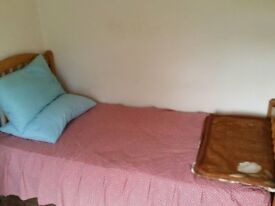 Single independent room available in Bedfont Lane-Feltham near Heathrow *****350/-PM****