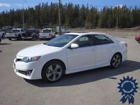 White 2013 Toyota Camry SE Front Wheel Drive Sedan - 44,231 KMs